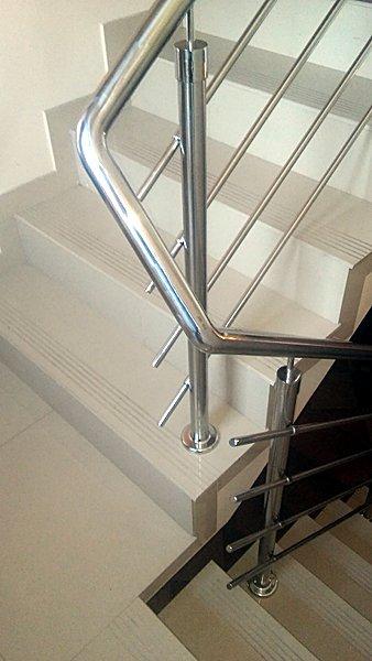 nierdzewna poręcz stalowa (balustrada)