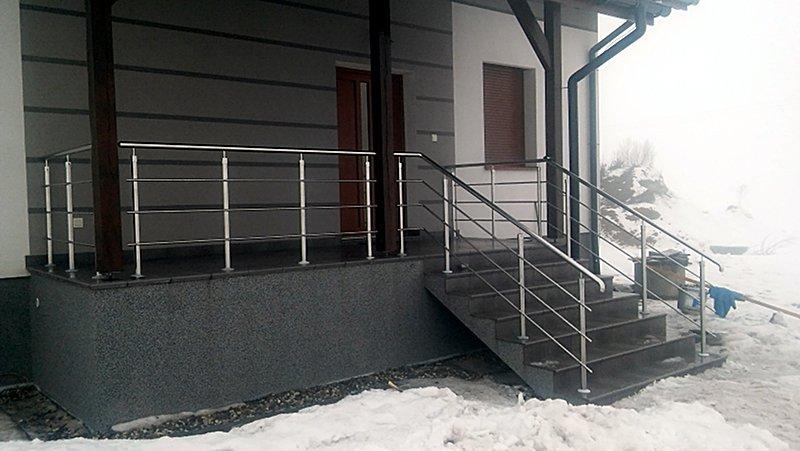 balustrada i poręcz na schodach