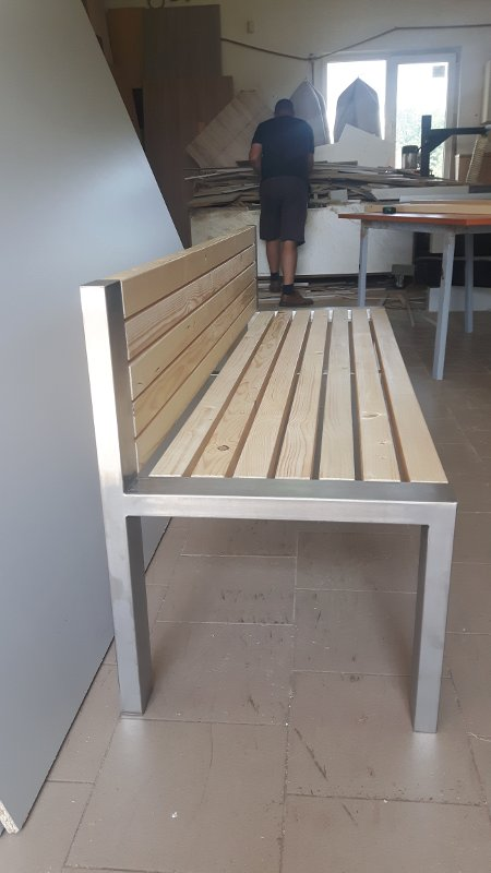 ławka ze stali nierdzewnej