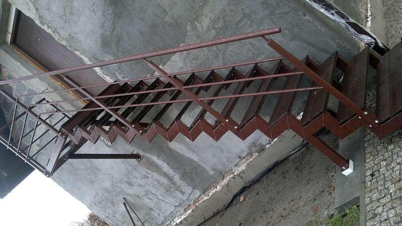 schody ze stali nierdzewnej