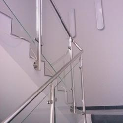 Poręcze i balustrady ze stali nierdzewnej